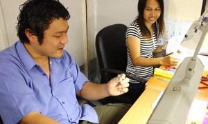 Mitsu au contrôle qualité de Juwelo, vente de bijoux en ligne