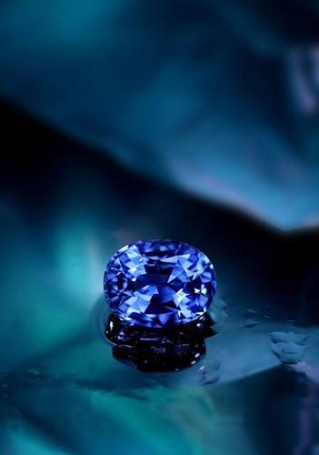 Bijoux sertis de Saphirs du monde entier chez Juwelo, votre bijouterie en ligne.