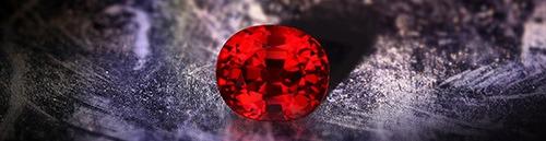 Le Rubis resplendit le soir, la couleur Rouge Rubis est éclatante à la lumière des chandelles.