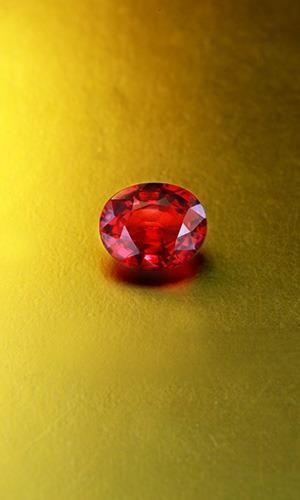 Après le choix de la couleur, le deuxième critère de sélection d'un Rubis est sa luminosité.