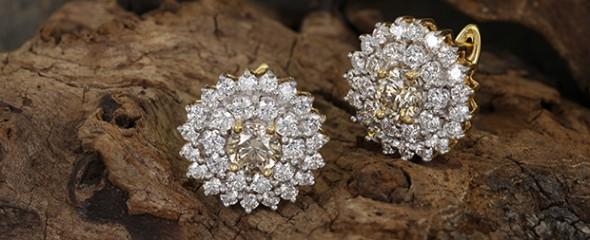 Boucles d'oreilles en or et diamants champagne rose d'Argyle chez Juwelo.