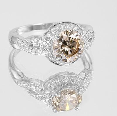 Bague en or et diamant champagne rose de la mine d'Argyle chez Juwelo.