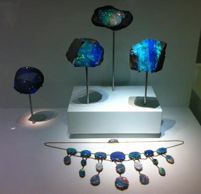 La collection d'Opales noires du Musée d'histoire naturelle de Londres