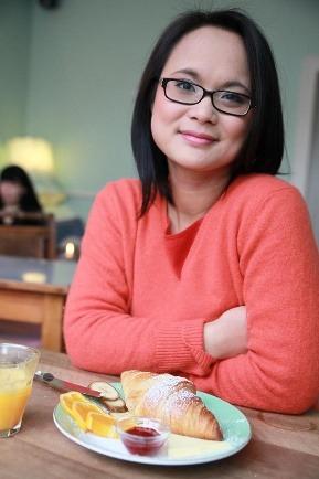 Thuy-Anh profite de sa nouvelle vie à Berlin dans les locaux de Juwelo