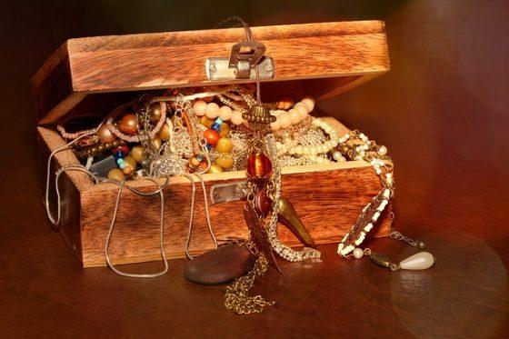 Ne pas mettre tous ses bijoux dans le même coffre